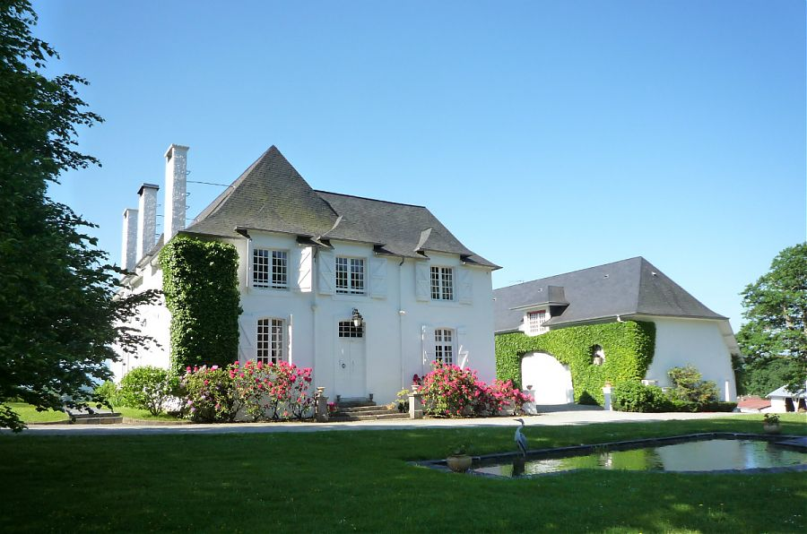 Clos Mirabel Manor House - the Manor House Apt is located to the right of the entrance