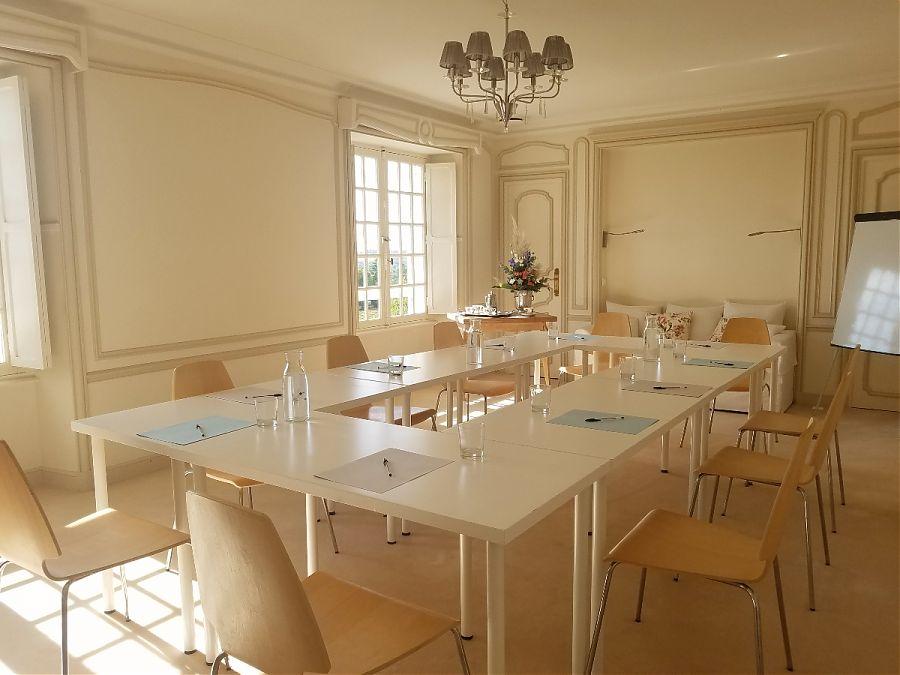 Salle de reunion a Clos Mirabel Manoir Pau.