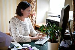 Ann dans son bureau