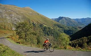Cycliste vers col de Houratate
