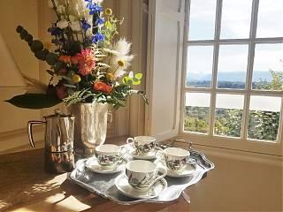 Pause café avec vues spectaculaires - Manoir du Clos Mirabel
