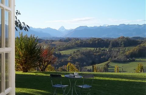 Terrace, table and chairs with view of the pic d ossau mountain.