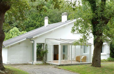 La conciergerie - exterior - bungalow avec veranda.
